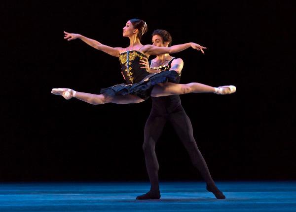 United Airlines Mileage Plus >> Bailarines de Houston Ballet se presentan en Argentina ...